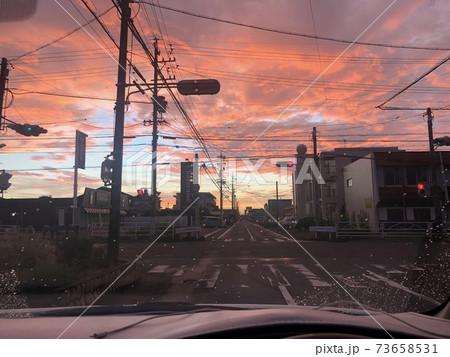朝焼けが綺麗で信号待ちでパシャリ 73658531