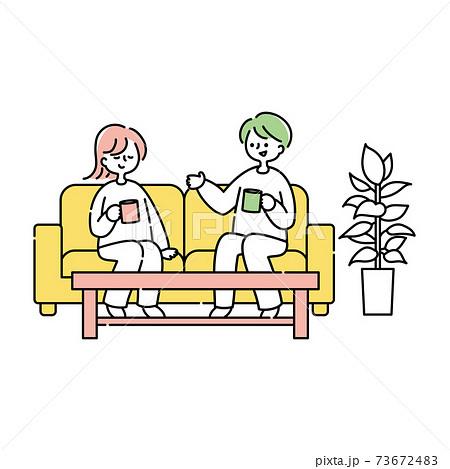 ソファーでくつろぐ夫婦 73672483