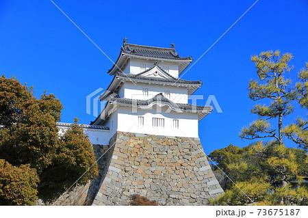 【兵庫県】晴天下の明石城(巽櫓) 73675187