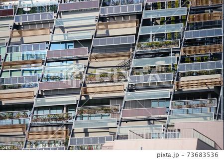 都市部のマンションのバルコニー外観 73683536