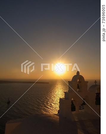 【ギリシャ】サントリニー島イアの夕日 73696005