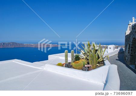 【ギリシャ】サントリーニ島イメロヴィグリの路地 73696097