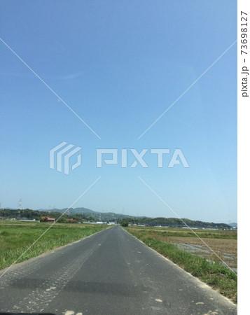 長い田舎道 73698127