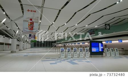 南側に拡張された新千歳空港国際線ターミナルビル3階出発ロビー 73732480