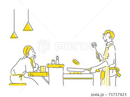 カウンターキッチンで料理をしながらおしゃべりをするカップルのシンプルな線画イラスト 73737825