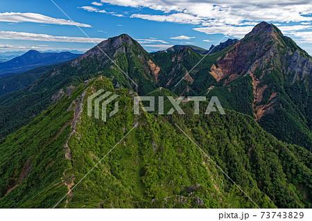 八ヶ岳連峰・権現岳から見る赤岳・阿弥陀岳と蓼科山の写真素材 ...