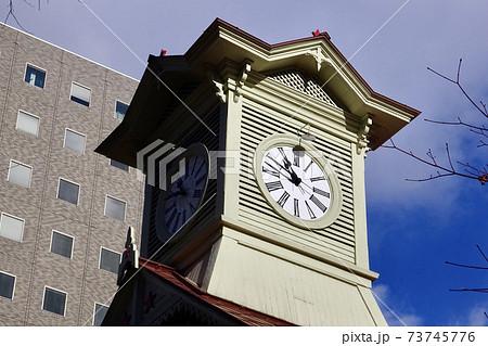 札幌市時計台の大時計と周辺の高層ビル 北海道札幌市中央区の観光名所 73745776