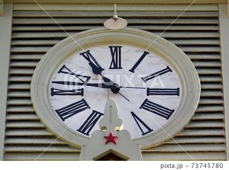 札幌時計台の大時計アップ 北海道観光スポット 73745780