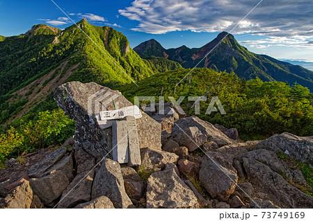 八ヶ岳連峰。三ツ頭から権現岳と赤岳・阿弥陀岳 73749169