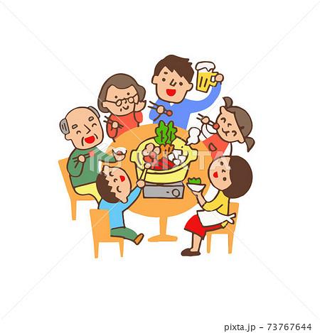 食卓で鍋を囲む家族 73767644