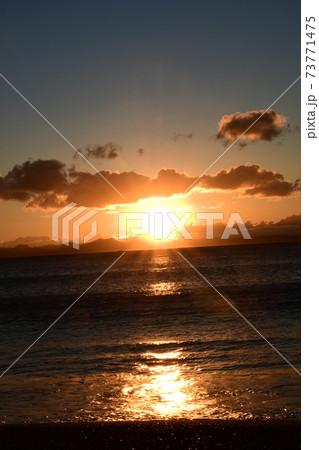 三浦海岸の日の出 2021年元旦 73771475