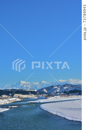 越後川口牛ヶ島からの信濃川・越後三山雪景色 73789943