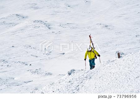 旭岳山頂からバックカントリー 73796956