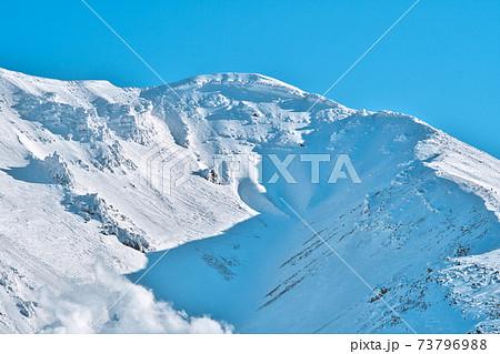 冬の旭岳 73796988