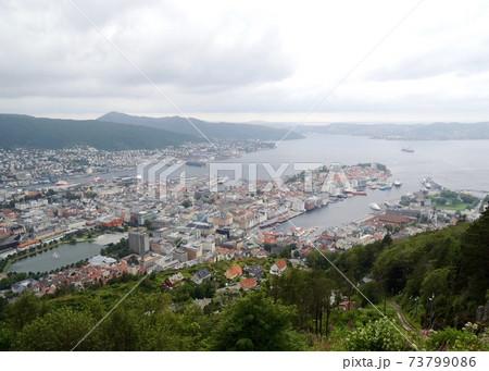 ノルウェー ベルゲンのフロイエン山からの景色 73799086