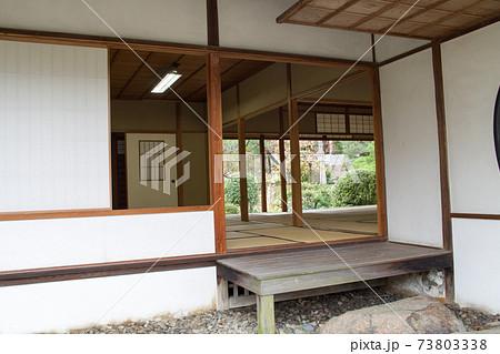 開け放たれた広島縮景園清風館の景色 73803338