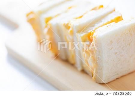 自家製の卵サンドイッチ 73808030