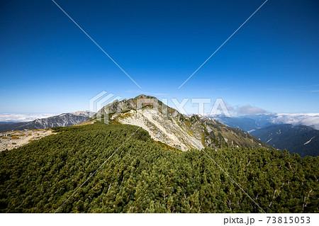 《北アルプス 水晶岳》水晶岳山頂へと続く稜線 73815053
