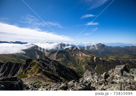 《北アルプス》水晶岳山頂から見る笠ヶ岳と黒部五郎岳 73815094
