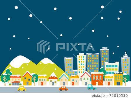 カラフルな街並み雪の降る夜 洋風家屋・山・ビル 73819530