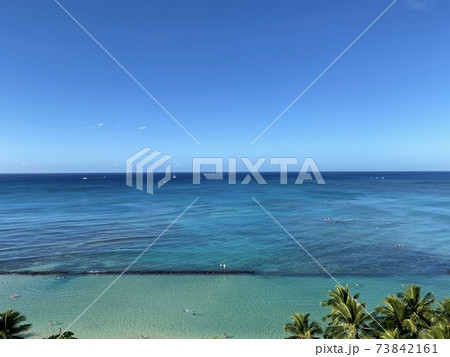 ワイキキビーチのコバルトブルーの海 73842161