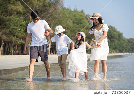 Portrait Happy Asian Family in the beach 73850037