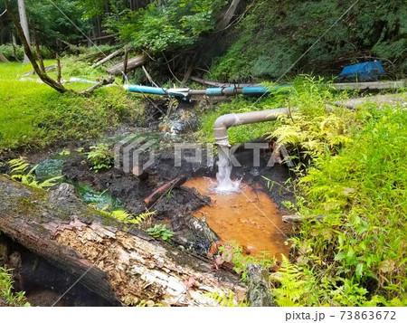 塩原にある源泉の一つ「甘湯」の湧き出し口 73863672
