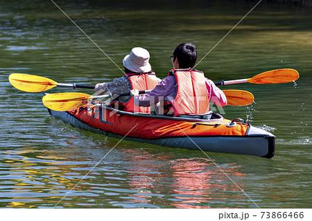 兵庫県三田市の千丈寺湖に浮かべたインフレータブルカヤック 73866466