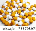 大量のカプセル(薬、サプリメント)の写真 73879397