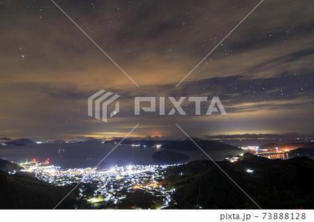 瀬戸内の早春の星景 夜景と雲間の星景 73888128