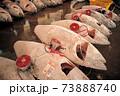 市場での冷凍マグロ 73888740