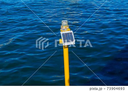 春海運河の航路標識(豊洲ぐるり公園から) 73904693