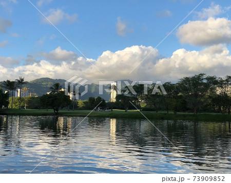 ハワイ、オアフ島でのウォーキングコースからの風景 73909852