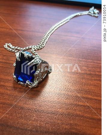 青いサファイヤのレプリカネックレス 73910054