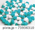 大量の青いカプセル(薬、サプリメント)の写真 73936310