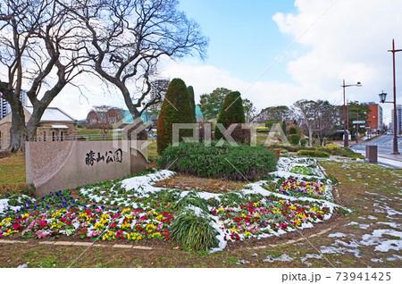 北九州市小倉北区の積雪する冬の勝山公園 73941425