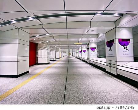 誰もいない新宿西口中央通り地下道 73947248