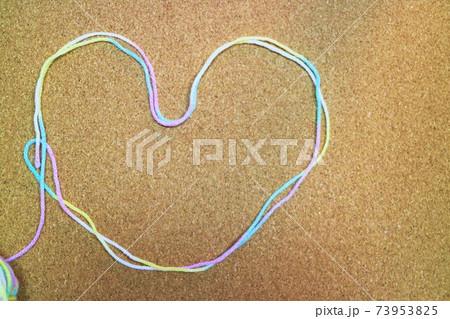 毛糸のハートマークメッセージ素材 73953825