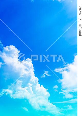大空と入道雲 73962871