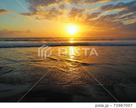 スミニャックビーチのサンセット 73967007