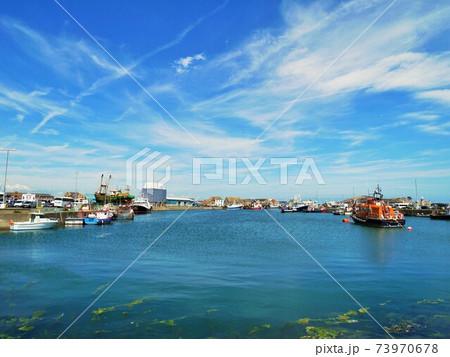 アイルランドホウスの青い空と青い海 73970678