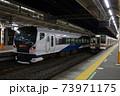 東海道本線 257系特急踊り子号と211系 熱海駅 73971175