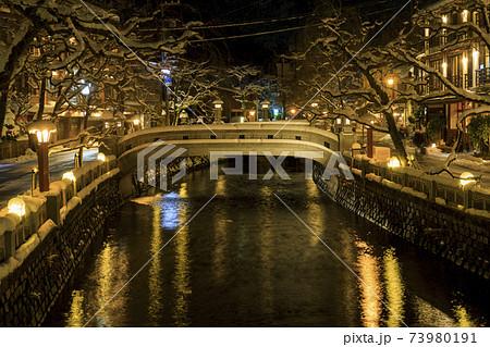 城崎温泉 夜景 雪景色 73980191