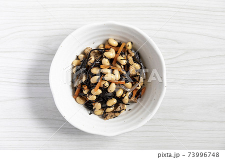 大豆とひじきの煮物 トップから全体 73996748