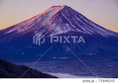 旧御坂峠 富士山 朝焼け 73998242