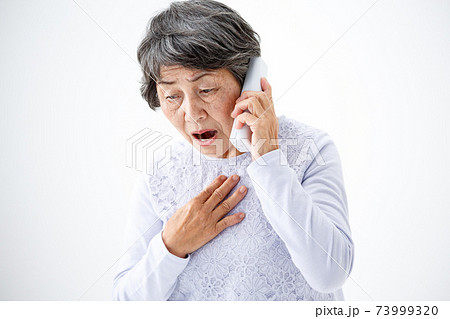シニア女性 固定電話 心配 73999320