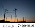 夕暮れのノスタルジックな電柱 74004019