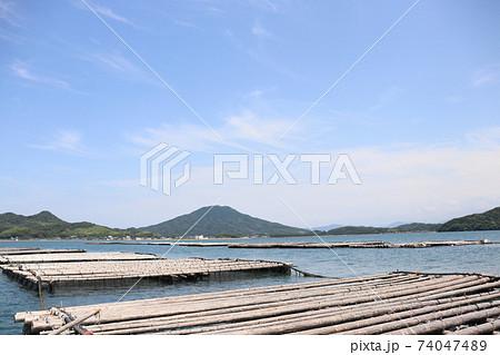 福岡県糸島半島唐津湾牡蠣養殖場から望む糸島冨士可也山 74047489