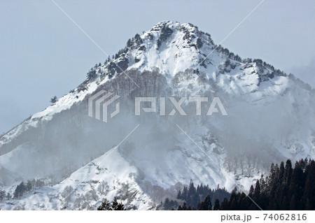 朝霧晴れゆく厳冬の蒲生岳 福島県只見町 74062816
