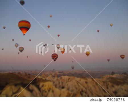 トルコ カッパドキア 気球 ジオラマ風 74066778